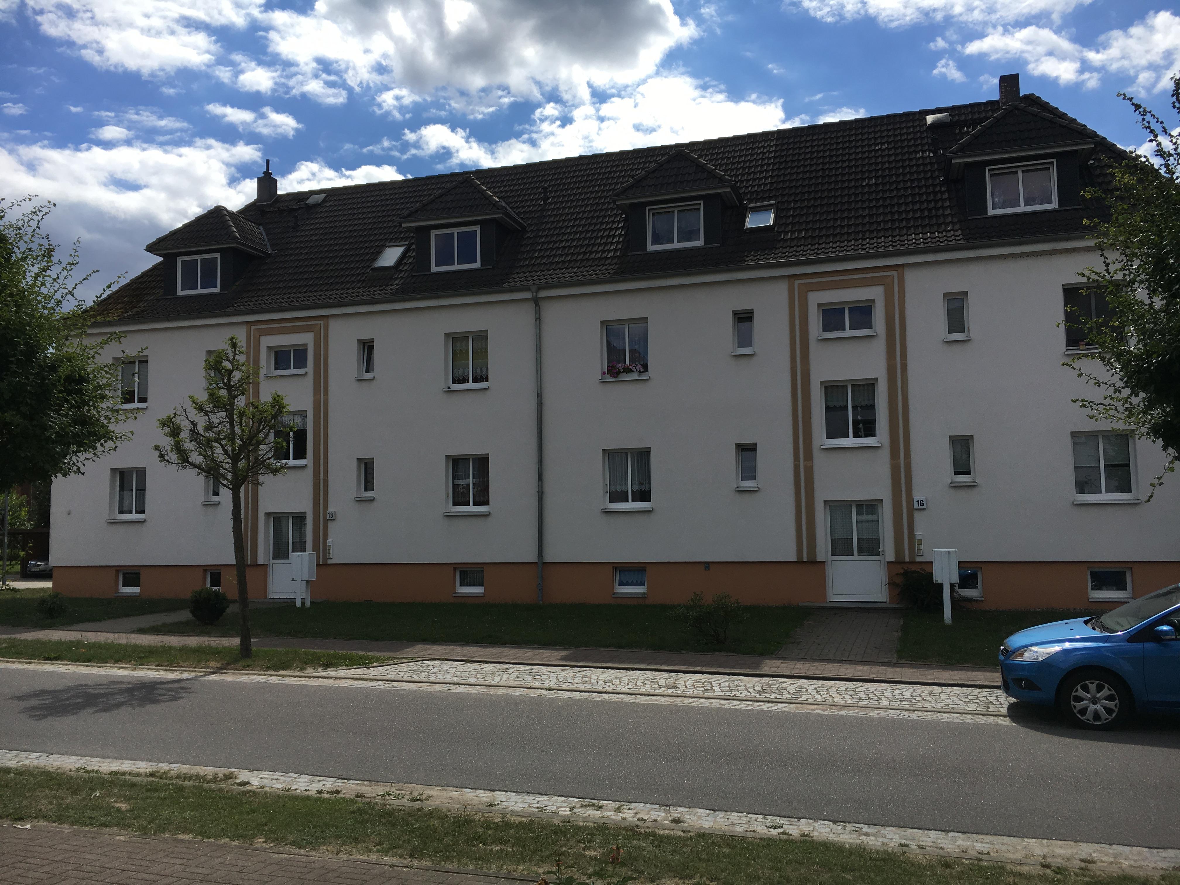 Gerhardt-Hauptmann-Straße 16, 18